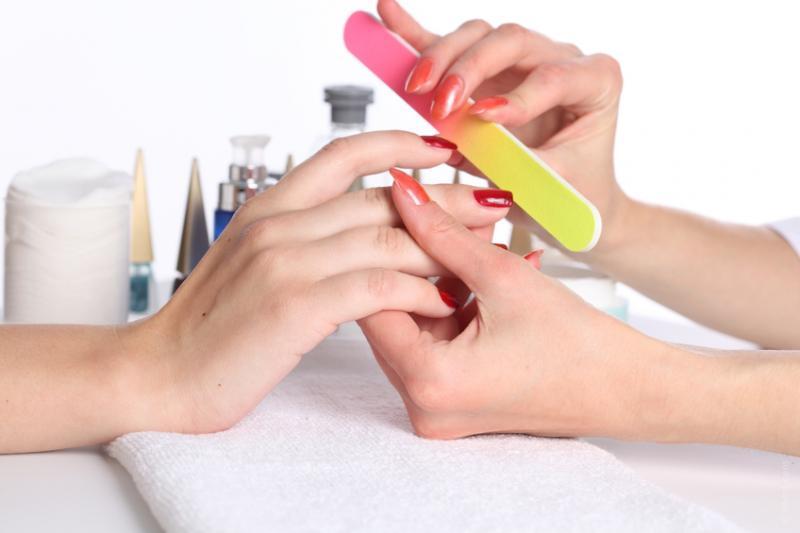 Почему нельзя во время месячных наращивать ногти